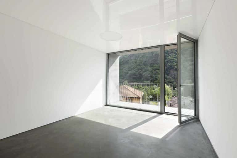 Alitherm single doors with glazed sidelight