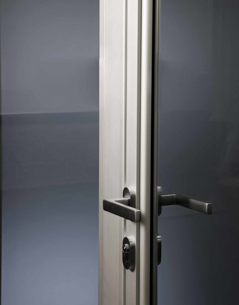 security handle on Alitherm single doors